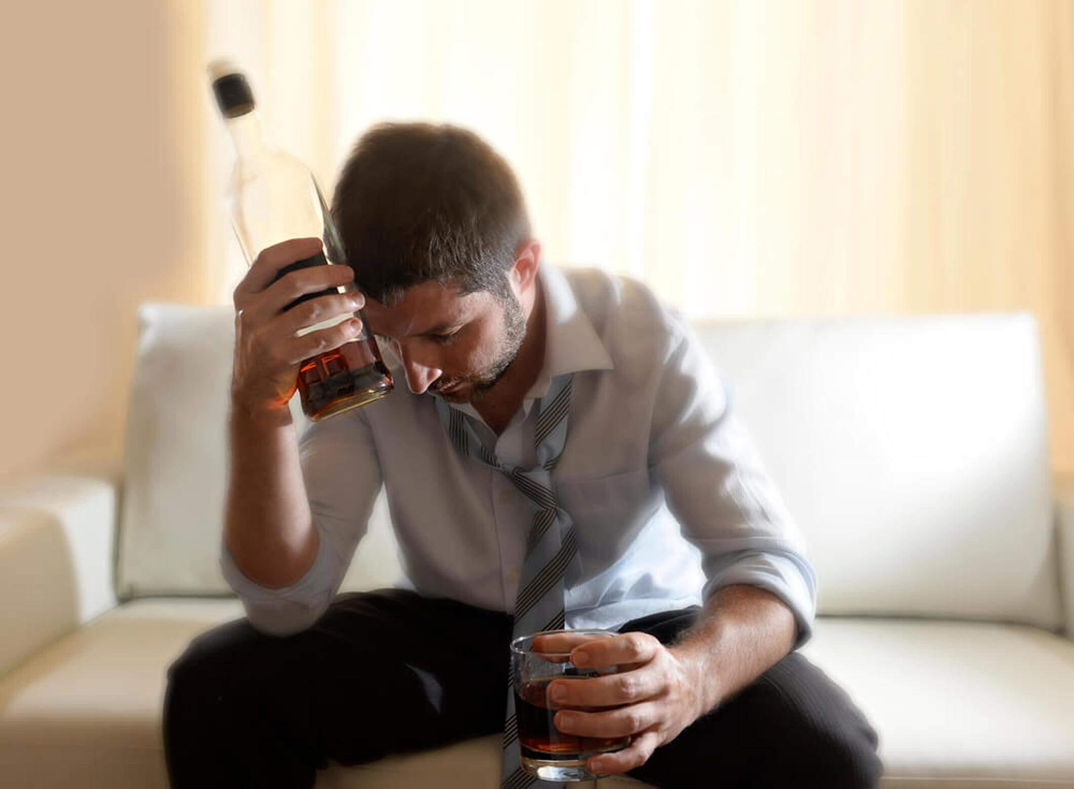 5 sintomas do alcoolismo que indicam que é hora de procurar ajuda