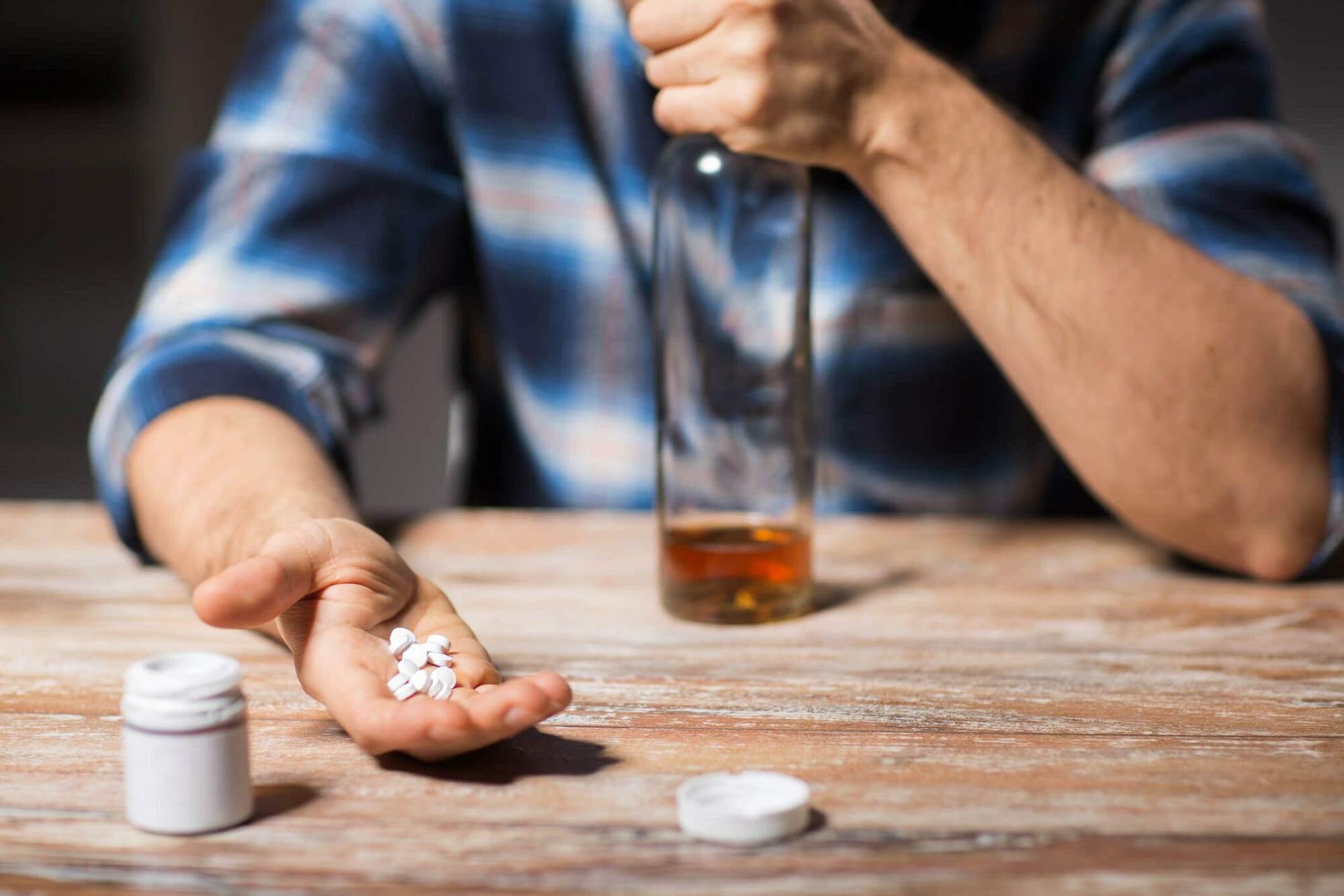 Dependência química: Entenda as causas, consequências e sintomas deste transtorno